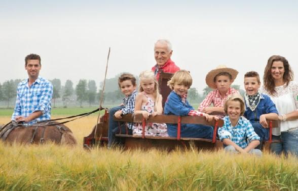 Tanja en Michel vd Ven en kinderen en Bert Vogels.jpg