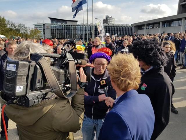Hans Houbraken uit Bergeijk wordt geinterviewd door Omroep Brabant.jpg