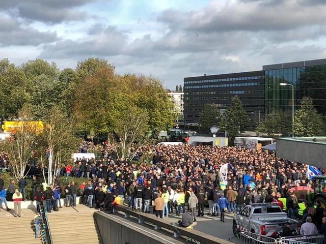 Ruim 2.000 aanwezige bij het provinciehuis.jpg